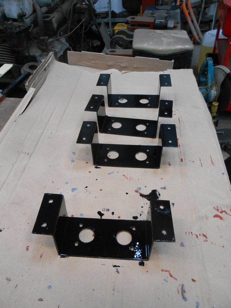Lubrication pot support brackets