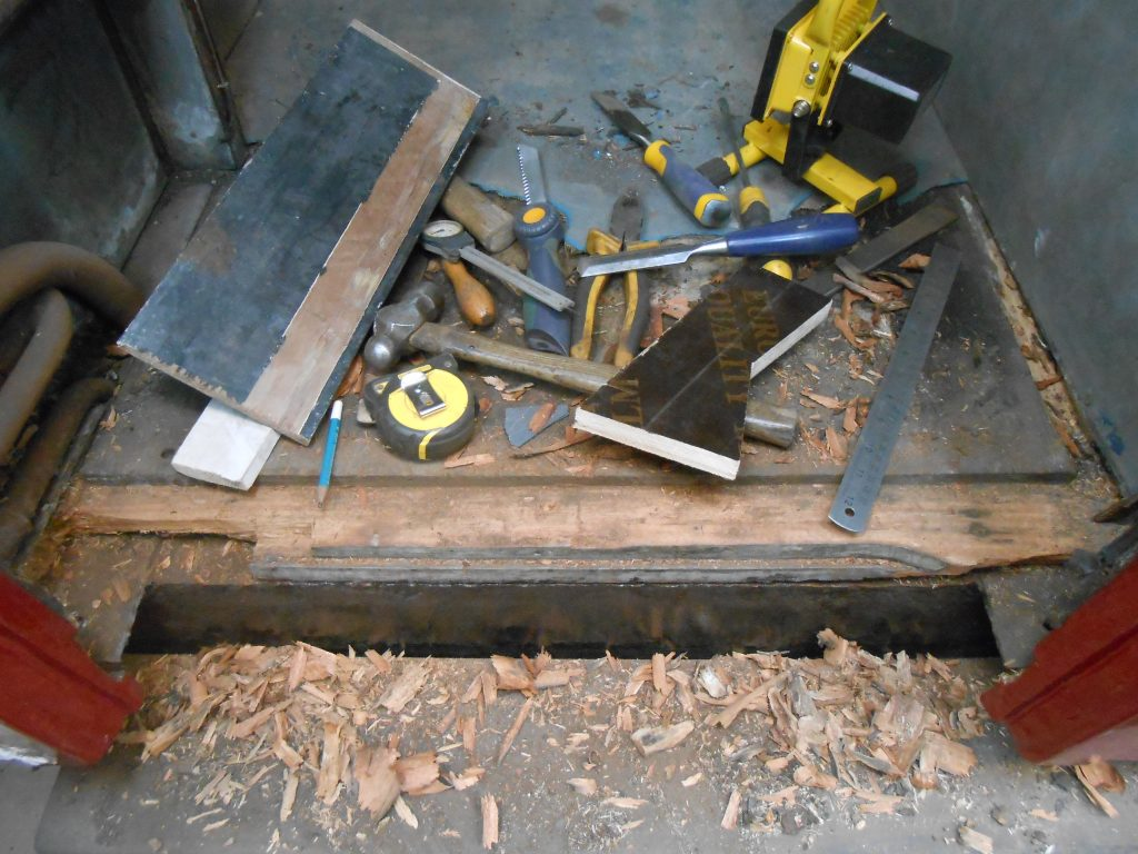 How many tools does it take to repair a floor?