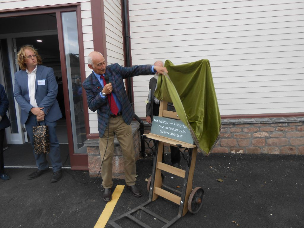 Paul Atterbury unveiling the plaque
