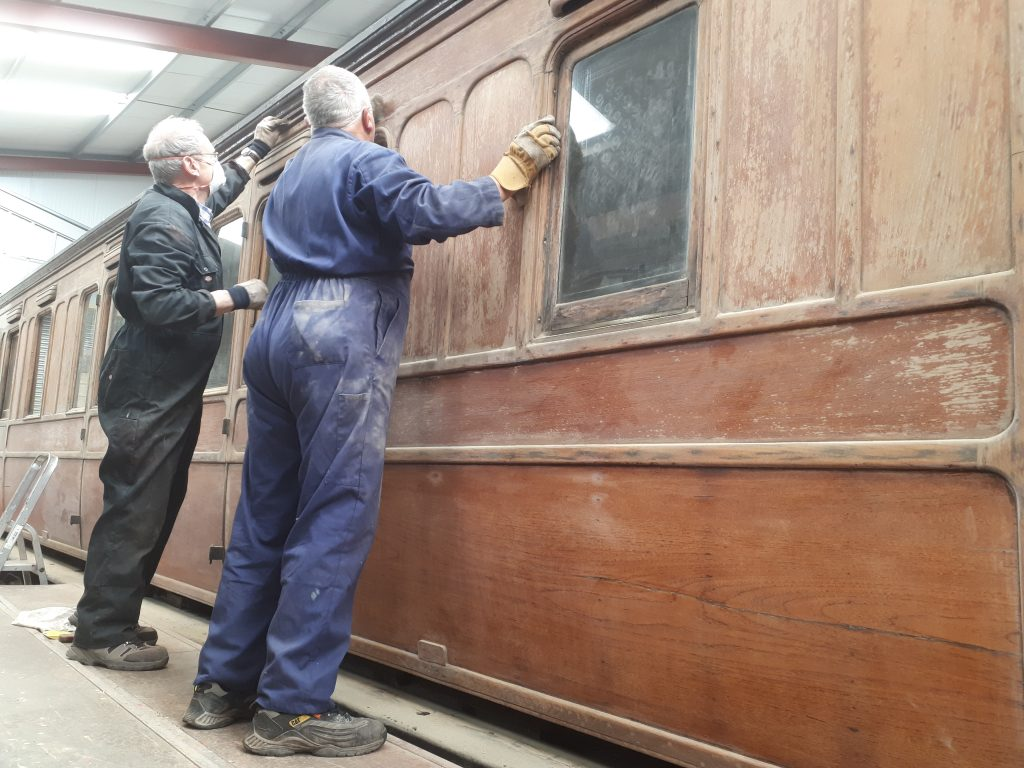 More synchronised sanding from John Dixon and John Davis
