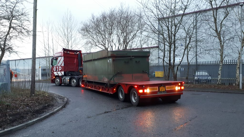 Wotton Hall's replacement tender tank arrives at Preston