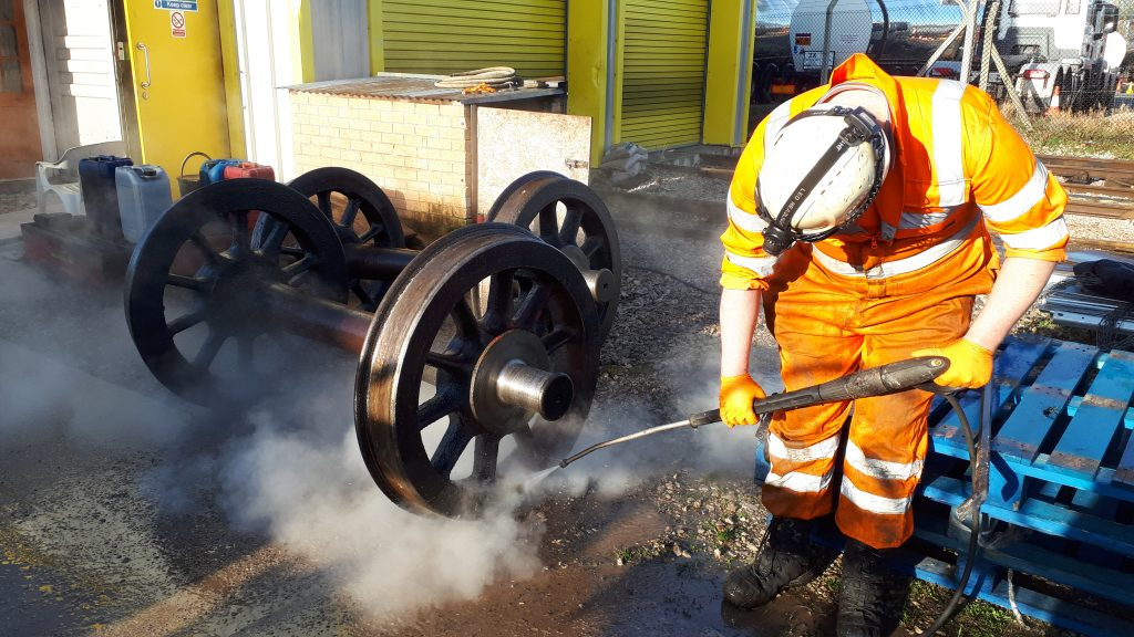 Matt Bedford steam cleans a wheelset from FR 20's tender