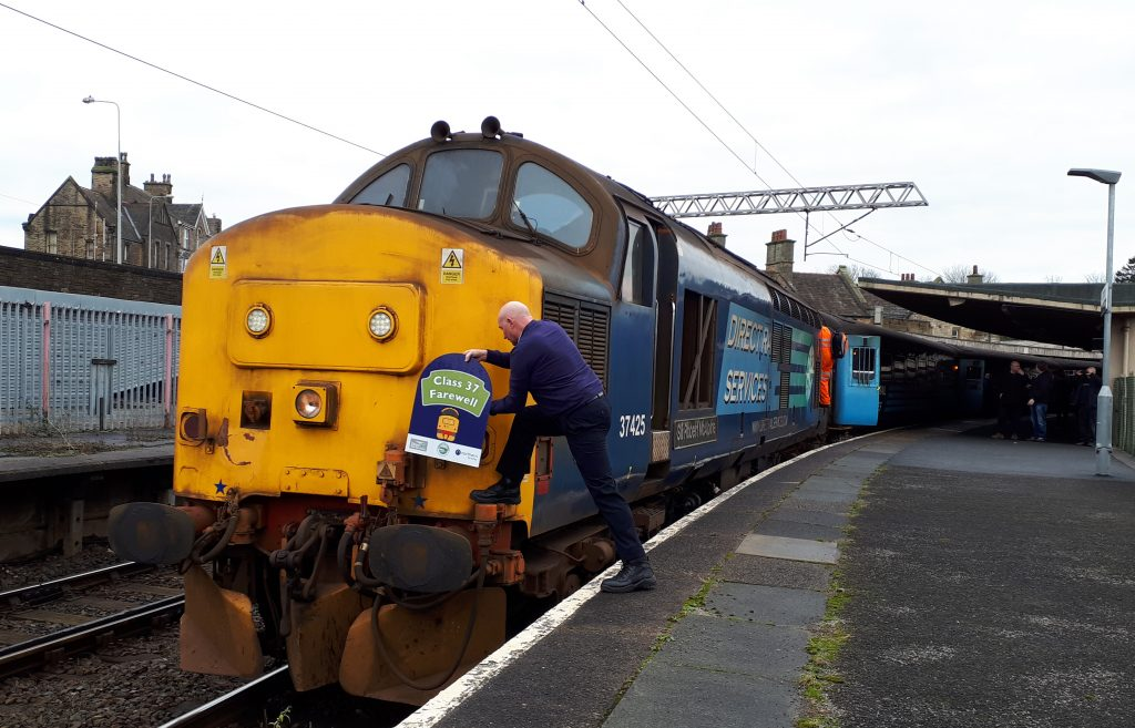 'Concrete Bob' at the head of the return leg of the Class 37 Farewell Tour