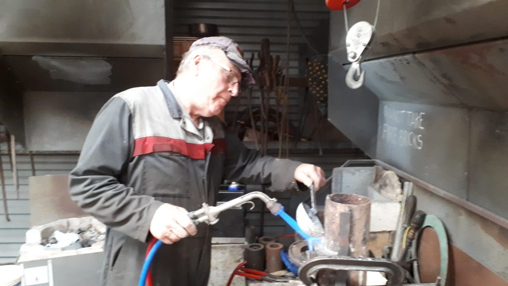 Jimmy Dutton pours white metal on to one of FR 20's tender bearings
