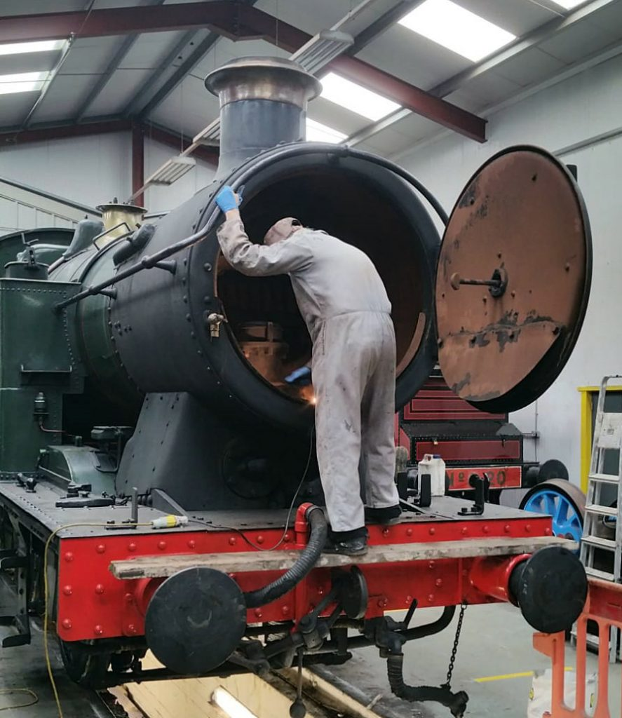Fred examines 5643's smoke box