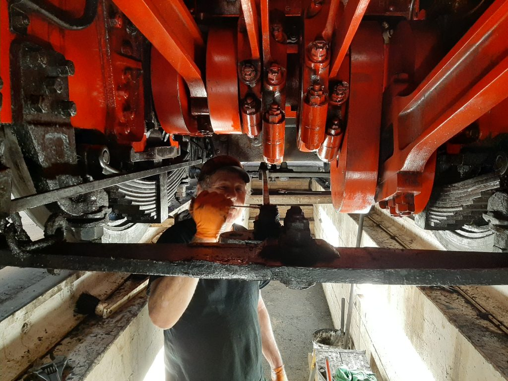 Keith dismantling brake gear on 5643