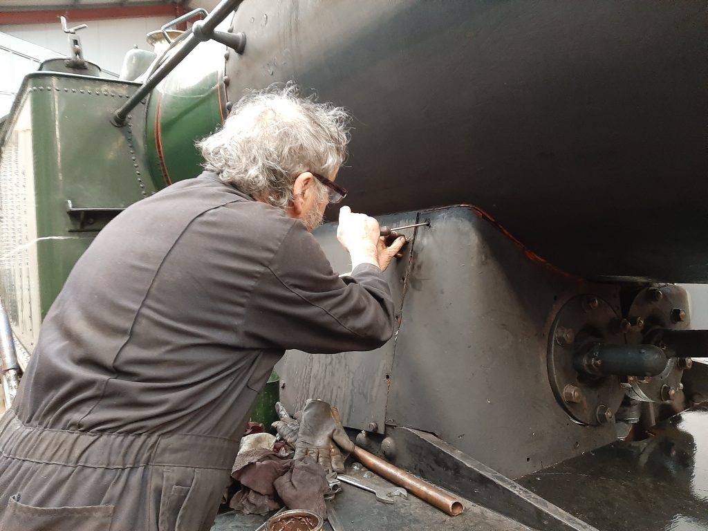 Keith fastens the right hand valve cover on 5643