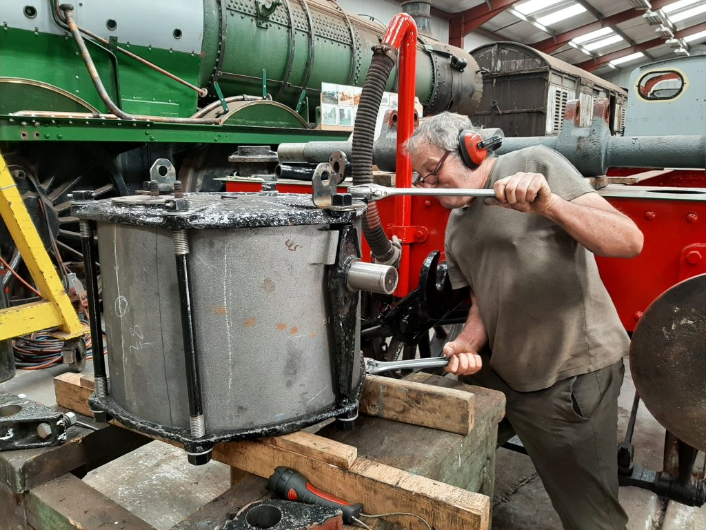 Keith tightening up the vacuum tender cylinder for Wootton Hall